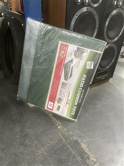 Sale 9106 - Lot 2164 - Deluxe patio cushion vacuum sealable space bags