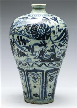 Sale 9168 - Lot 461 - Blue and white Meiping shaped vase (H:28cm)
