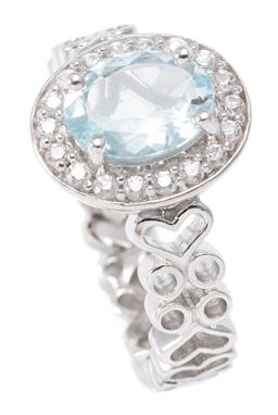 Sale 9186 - Lot 311 - A TOPAZ CLUSTER RING; set in silver with an oval cut light blue topaz of approx. 1.68ct to surround of further round cut topaz on a...