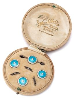 Sale 9124 - Lot 438 - A HALLMARKED ENAMELLED SILVER STUD AND BROOCH SUITE IN BOX; each a 13mm silver disc with blue and white enamel tops hallmarked Birmi...