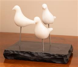 Sale 9248H - Lot 142 - Three white marble doves on a black marble stand (detachable)