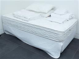 Sale 9150H - Lot 68 - A single bed with Sleeprite mattress and beddings, Height 60cm x width 90cm x length 190cm.