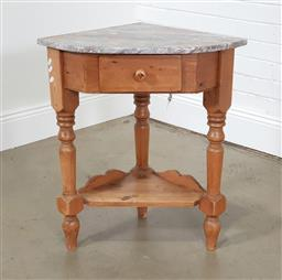 Sale 9255 - Lot 1216 - Pine corner table with marble top (h:75 x w:66 x d:66cm)