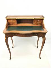 Sale 8545N - Lot 257 - French Style Kingwood Ladies Desk with Green Leather Insert Top above five drawers and on cabriole legs (H: 90cm)