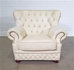Sale 9255 - Lot 1084 - Oversized leather Chesterfield style armchair (h:96 x w:106 x d:56cm)