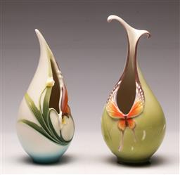 Sale 9119 - Lot 103 - A graduating pair of Franz porcelain butterfly themed vases (H 10cm and H 15cm)