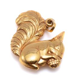 Sale 9194 - Lot 572 - A 9CT GOLD SQUIRREL CHARM; size 21 x 15mm, wt. 0.94g.