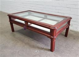 Sale 9129 - Lot 1087 - Mahogany coffee table with glass top and sliding display case (h:50 w:141 d:81cm)