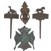 Sale 8545N - Lot 278 - Quantity of Cast Iron Household Signs including Door Knocker & Coathook (4)