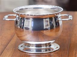Sale 9190H - Lot 194 - An Art Deco Renown silverplate ice bucket fitted with an ice drainer, bead edge decoration Height 10cm x width 18cm