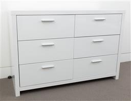 Sale 9150H - Lot 104 - A chest of six drawers in white, height 81cm, width 120cm, depth 45cm