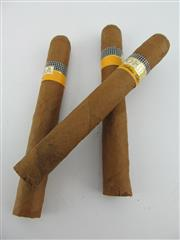 Sale 8411 - Lot 619 - 3x Cohiba Exquisitos Cigars, Havana - loose cigars removed from humidor, 12.5cm