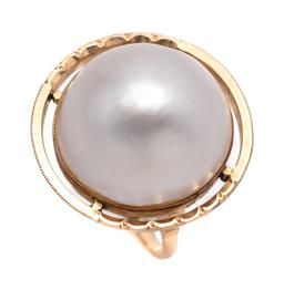 Sale 9099 - Lot 134 - A 14ct yellow gold mabe pearl dress ring. Pearl: 19.5mm diameter Total weight: 11.7 grams , size J 1/2