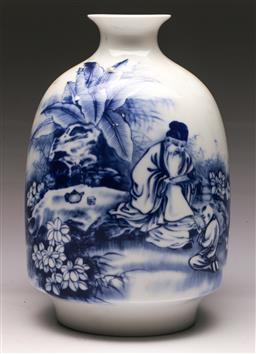 Sale 9144 - Lot 70 - A blue and white Chinese vase featuring an elders (H:31cm)
