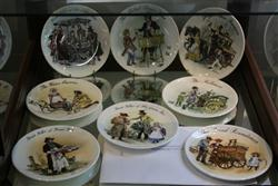 Sale 7914 - Lot 80 - Wedgwood Street Sellers of London Limited Edition Plates