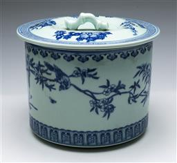 Sale 9164 - Lot 361 - Blue and white Chinese lidded container decorated with birds and butterflies (H:22cm)