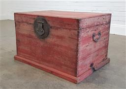 Sale 9174 - Lot 1156 - Large painted timber trunk (h:54 x w:84 x d:56cm)