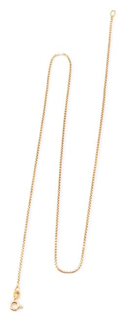 Sale 9169 - Lot 313 - AN 18CT GOLD CHAIN; 1mm wide square scroll link chain to bolt ring clasp, length 45cm, wt.4.36g.