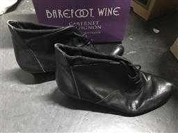 Sale 9106 - Lot 2376 - Pair of Sergio Rossi heels, size 37.5, along with a pair of lace-up boots in the same size