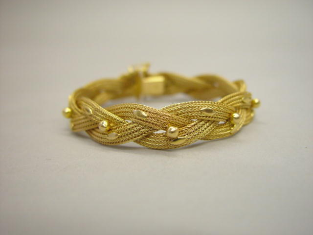 Sale 3545 - Lot 16 - AN 18CT GOLD BRACELET;