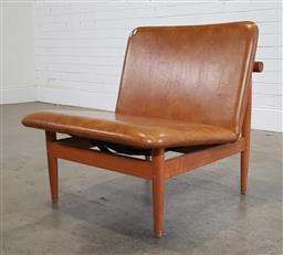Sale 9188 - Lot 1166 - Vintage armless lounge chair with leather upholstery (h:70 x w:66 x d:52cm)