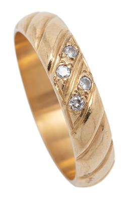 Sale 9253J - Lot 424 - AN 18CT GOLD DIAMOND RING; reeded pattern centring 4 round brilliant cut diamonds totalling approx. 0.04ct, width 4.5mm, size M, wt....